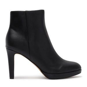 New Nine West black Leather Fess up Ankle BOOTIES